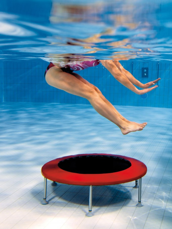 l 39 aquajump le trampoline dans l 39 eau le guide sport. Black Bedroom Furniture Sets. Home Design Ideas