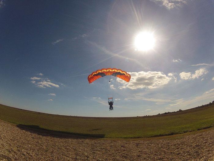 faire-un-saut-en-parachute-tandem