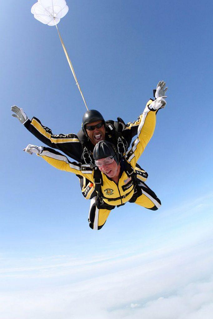 saut-en-parachute-en-tandem